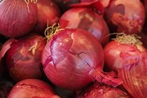 Red onions vegetables 499066  340